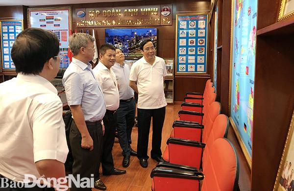 Phó trưởng ban thường trực Ban Tổ chức Trung ương thăm Tập đoàn Anh Vinh